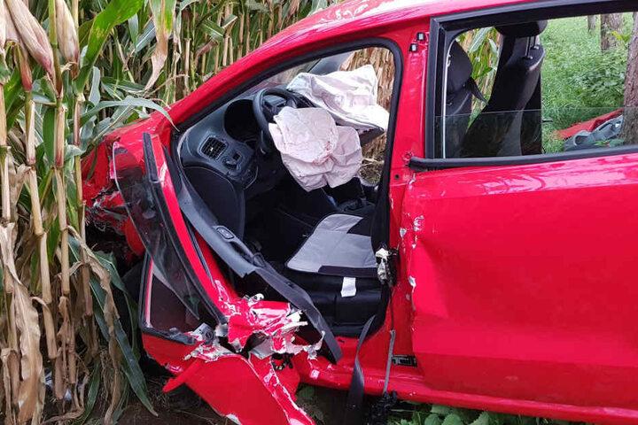 Beim Crash wurden drei Menschen schwer verletzt.