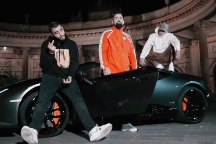 """Die drei Berliner Gangsta-Rapper Samra, Bushido und Capital Bra (v. li.) stürmten mit """"Für euch alle"""" die Spitze der deutschen Charts."""