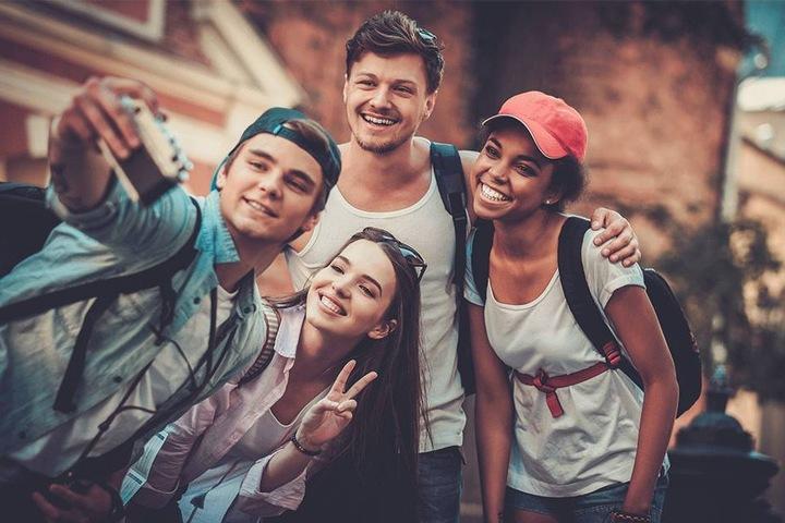 Andere Kulturen kennenlernen: Bei jungen Leuten klappt das immer noch am besten.