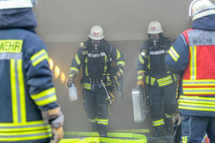 Die Feuerwehr ging mit Atemschutz in die Tiefgarage.