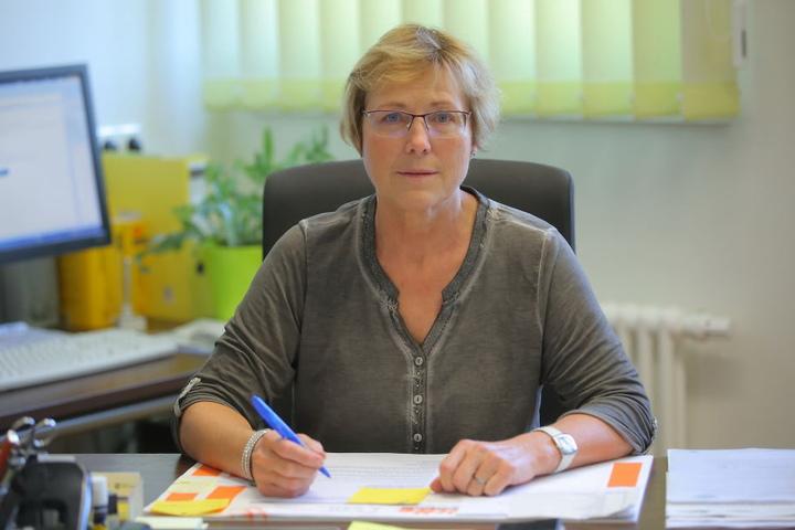 Direktorin Renate Kühnel (61) ärgert sich über die falschen Aushänge