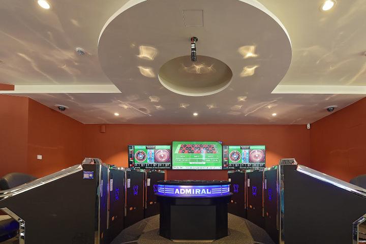 Die 97 Automaten in der Spielbank bleiben vorerst leer.