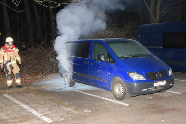 Nur wenige Meter von dem BMW entfernt brannte dann dieser Mercedes Vito.