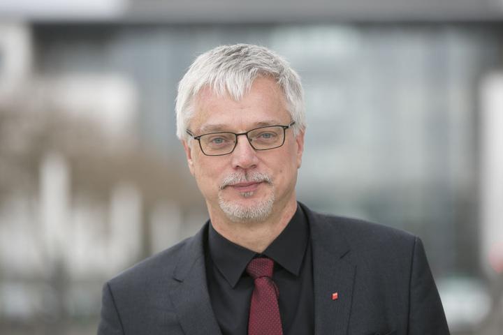 Viele Jugendliche würden Ausbildungsberufe mit Wochenend-Arbeitszeiten scheuen, glaubt Sachsen DGB-Chef Markus Schlimbach.
