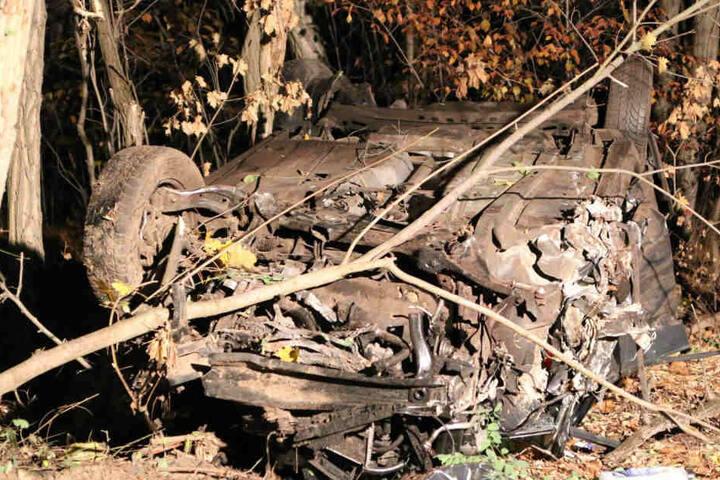 Das Auto wurde völlig zerstört.
