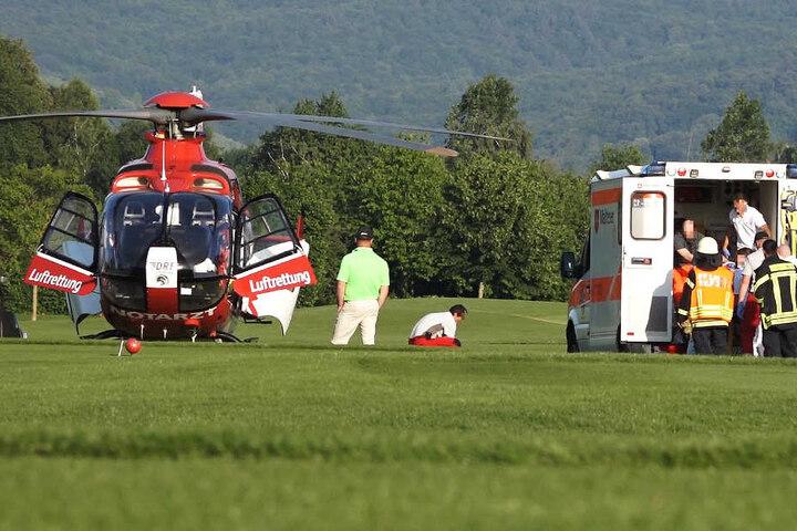 Ein Rettungshubschrauber brachte die junge Frau in eine Klinik.