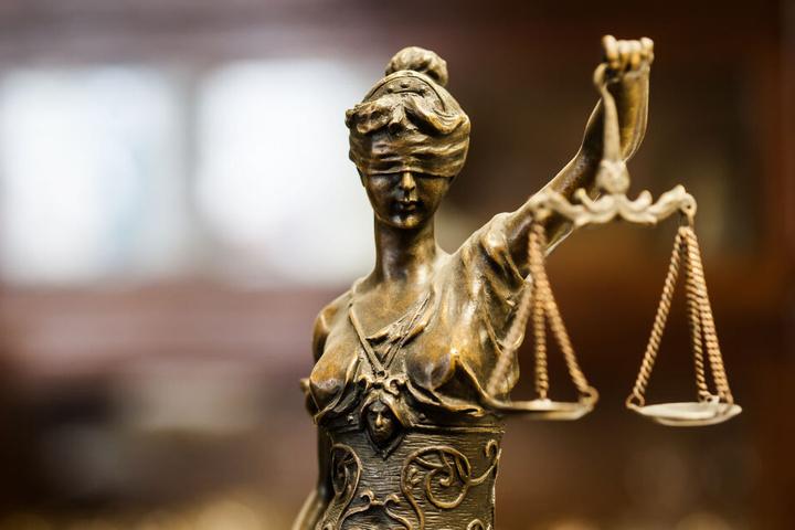 Eine Jugendstrafkammer entscheidet nun über den Fall. (Symbolbild)