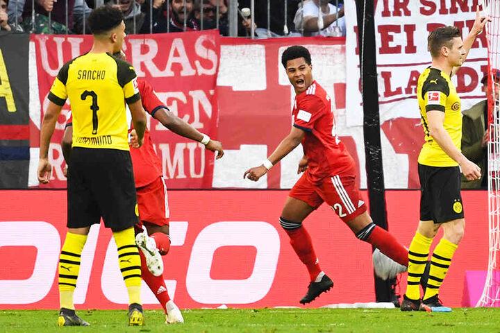 Serge Gnabry (Zweiter von r.) erzielte das 4:0 für den FC Bayern München - und das noch vor der Pause!
