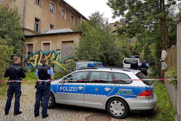 Die Polizei war stundenlang am Fundort der Leiche im Einsatz.