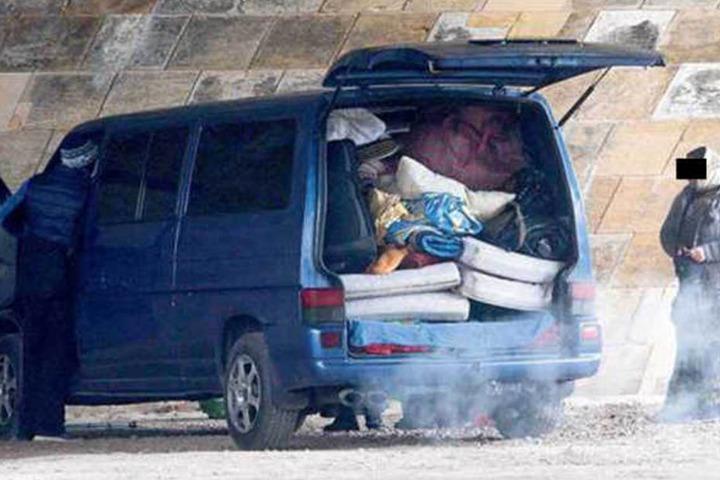 Bereits im Morgengrauen kamen die Bettler per Transporter.