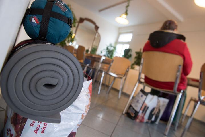 Auch Wärmestuben bieten die Städte den Obdachlosen an. (Symbolbild)