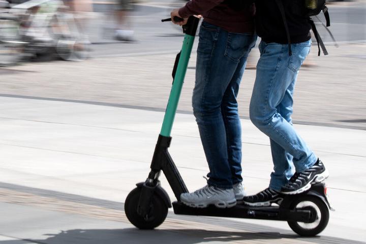Die Polizei München weist darauf hin, dass für E-Scooter die 0,5 Promille-Grenze gilt. (Symbolbild)