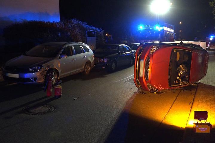 Die Frau musste durch die Feuerwehr aus dem Wagen geborgen werden.