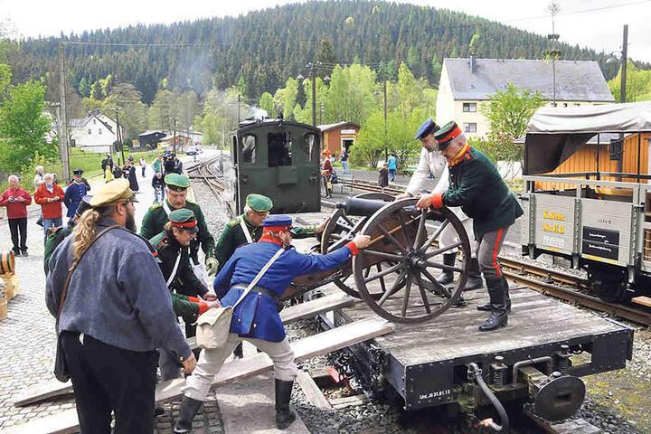 Die Preßnitztalbahn war mit Dampf und historischen Truppen unterwegs.