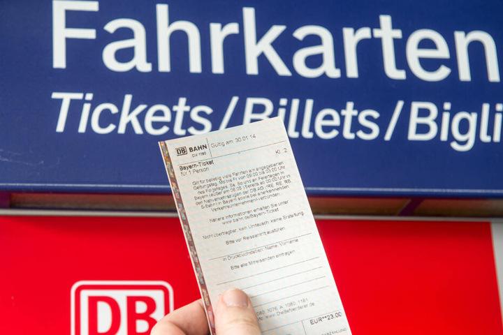 Ein billigeres Fahrkarten-Konzept für alle scheitert laut Regierung derzeit an den Kosten. (Symbolbild)