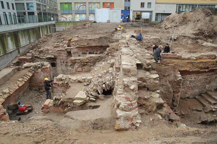 Die Archäologen fanden bereits Mauern und Gewölbereste aus dem 14. bis 18. Jahrhundert.