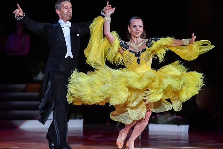 """Mit Tanzpartner Tilo Schroth (53) gewann Friseurin Petra Brockmann (45) im Walzerschritt die """"Star Dance""""-Gala am 16. September."""
