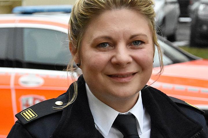 Kreisbrandinspektorin Tanja Dittmar (Archivbild) hat immer glatte Wangen, ihre männlichen Kollegen nicht.