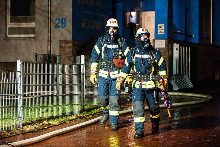 Wegen der starken Rauchentwicklung mussten 18 Bewohner evakuiert werden.