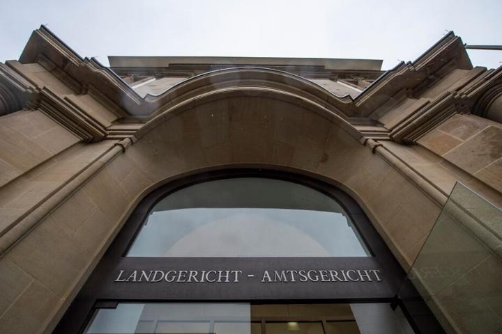 Vor dem Duisburger Landgericht findet der Prozess gegen den Vater statt.