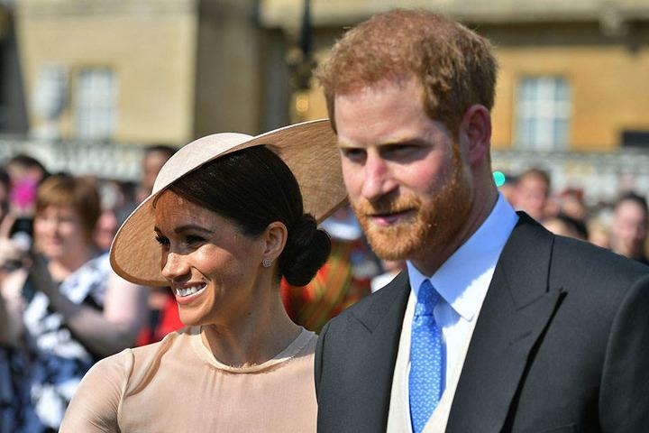 Für die Gartenparty zu Ehren von Prinz Charles hatte das frischvermählte Paar extra seine Flitterwochen verschoben.