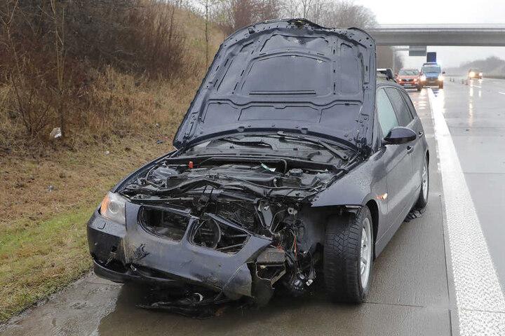 Der BMW wurde bei dem Crash schwer beschädigt.