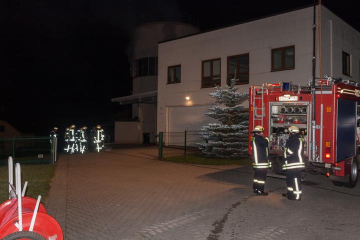 Feuerwehren aus Zschorlau, Albernau, Aue und Burkhardtsgrün konnten den Brand schnell löschen.