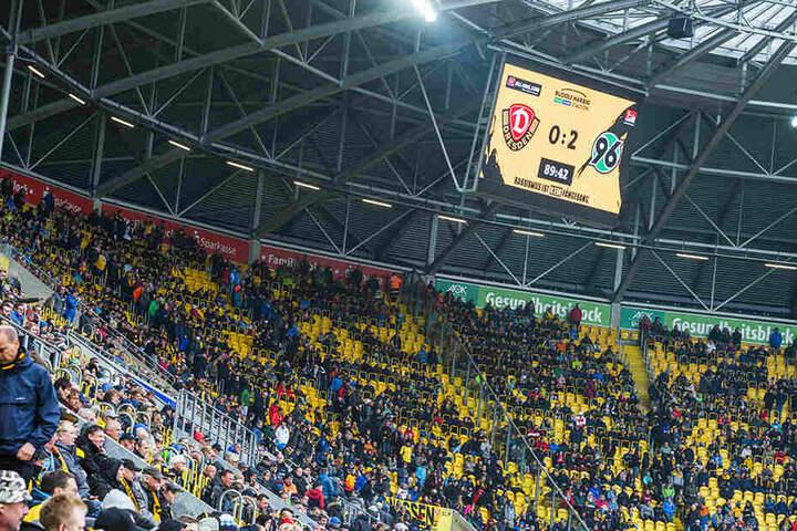 0:2 - Schwarz auf Gelb stand das Ergebnis nüchtern an der Anzeigetafel. Klar, dass die eigenen Fans unzufrieden waren.