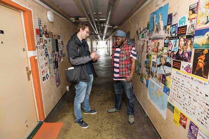 TAG24-Reporter Hermann Tydecks (34) besuchte den Mosambikaner im Geisterhaus.