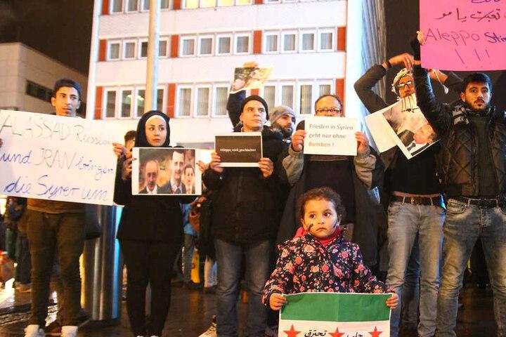 Die Demonstranten prangern die Vorgehensweise des syrischen Präsidenten Baschar al-Assad an.
