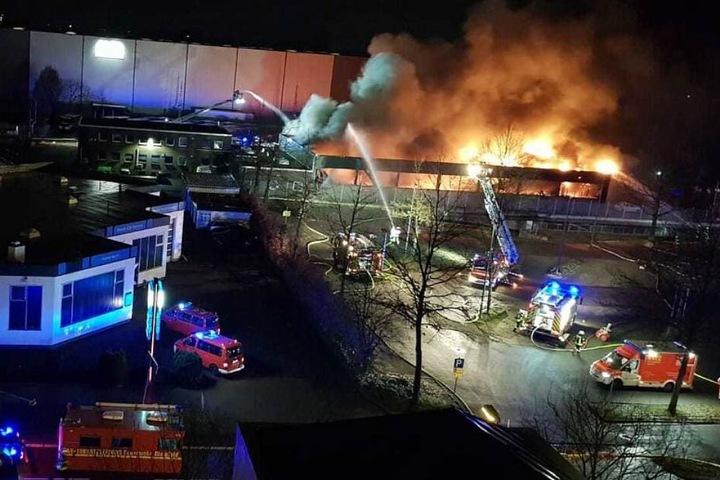 Aus der Luft war das volle Ausmaß des Brandes erkennbar.