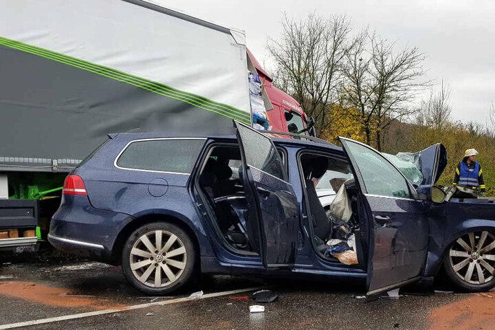 Ein Blick auf die Verwüstung in dem Auto der verstorbenen 28-jährigen Frau.