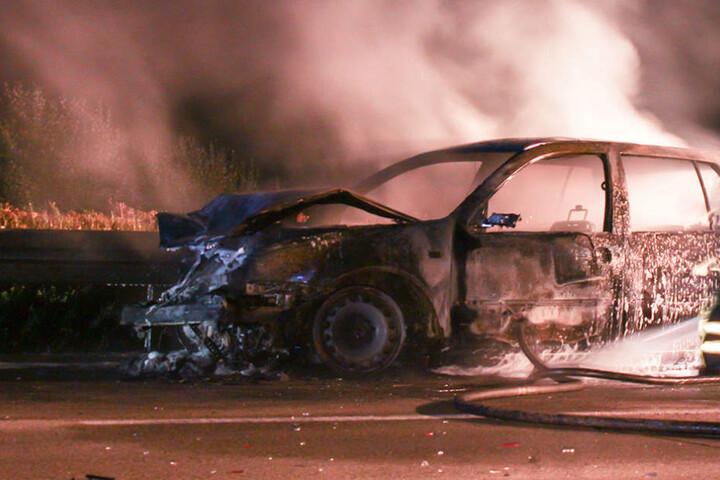 Der 21-jährige hatte über 1,5 Promille. Sein Führerschein verbrannte im Unfallwagen.