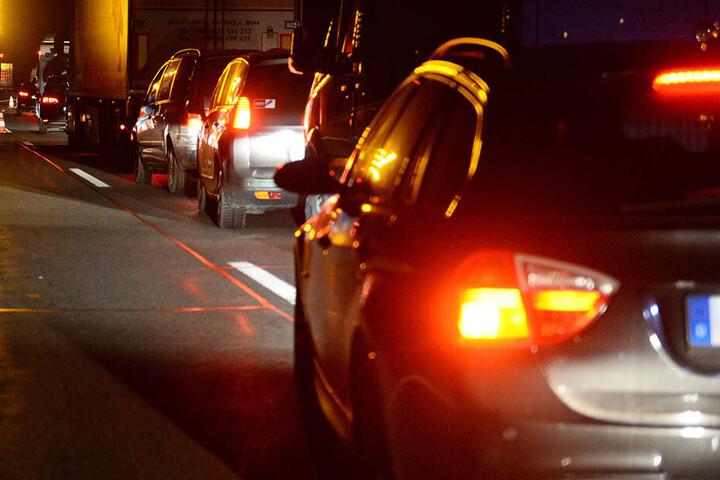 Wegen des Unfalls war die Autobahn stundenlang gesperrt. (Symbolbild)