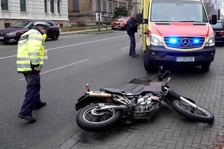 Der Biker wurde bei dem Unfall verletzt.