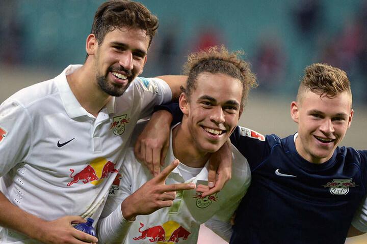 Die jungen Wilden Rani Khedira, Yussuf Poulsen und Joshua Kimmich (v.l.) feierten 2014 gemeinsam den Sieg gegen Karlsruhe. Stehen sie tatsächlich bald wieder gemeinsam auf dem Platz?