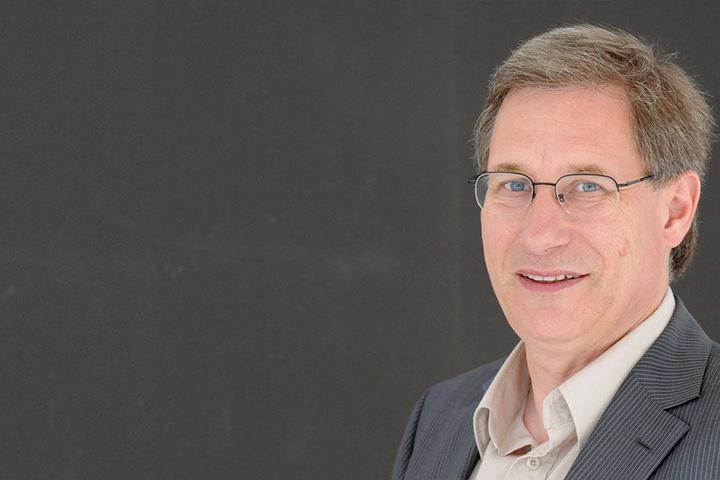 Religionssoziologen Detlef Pollack ist sich sicher, dass Skandale und Steuern nicht der einzige Grund für den Mitgliederschwund sind.