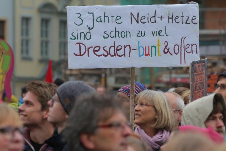 Akteure aus Politik, Kultur und Stadtgesellschaft hatten zu Gegendemonstrationen und Kundgebungen in Dresden aufgerufen, um ein Zeichen gegen Hass und Hetze zu setzen.