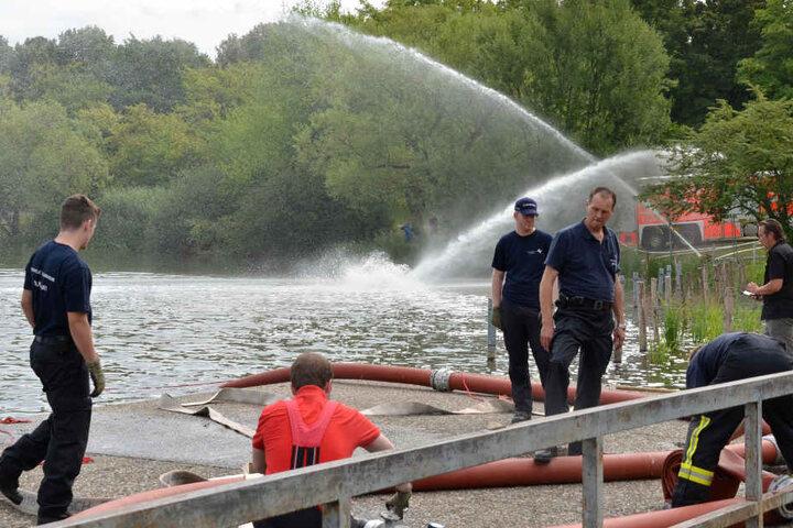 Tausende Liter Wasser flossen pro Minute durch die Schläuche der Feuerwehr.