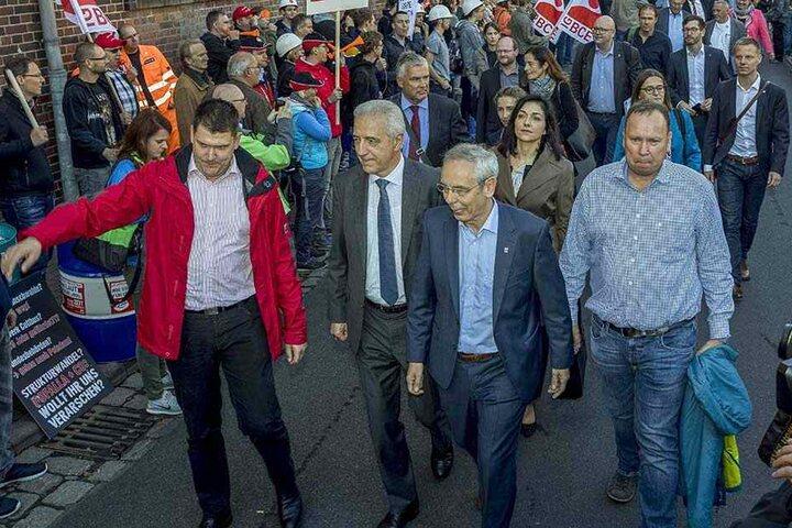 Proteste der Kohlearbeiter beim Besuch der Kohlekommission in Weißwasser. Mitglied ist auch Ex-MP Stanislaw Tillich (59, CDU, Mitte).