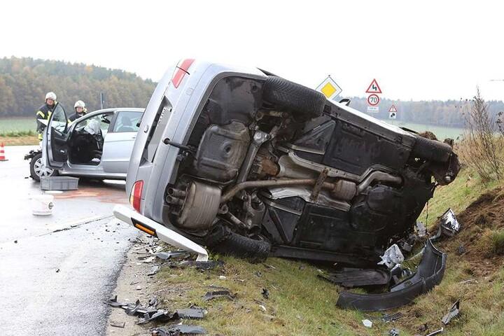 Drei Menschen wurden bei dem Crash verletzt.