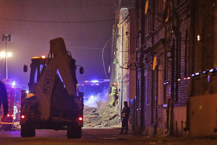 Polizei und Feuerwehr gehen von einer Gasexplosion als Unglücksursache aus.