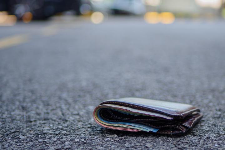 Die Frau fand das prall gefüllte Portemonnaie und verzichtete sogar auf ihren Finderlohn. (Symbolbild)