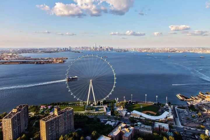 Die Visualisierung zeigt das geplante Riesenrad in New York.