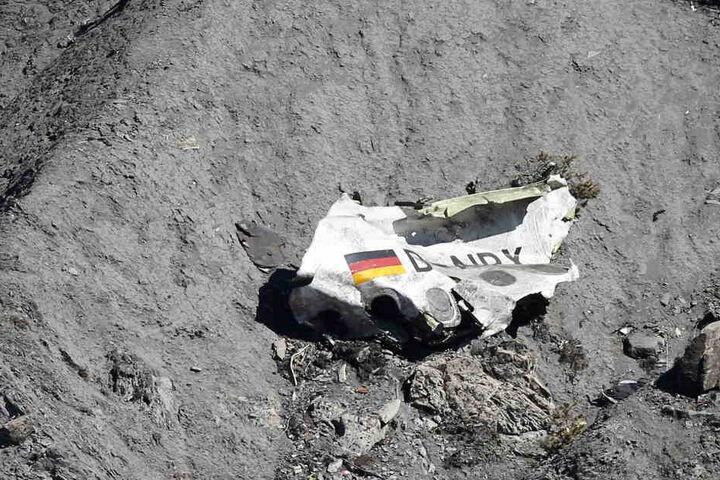 Im März stürzte die Maschine ab, nur Co-Pilot Andreas Lubitz soll dafür verantwortlich sein, doch das glauben einige Angehörige nicht.