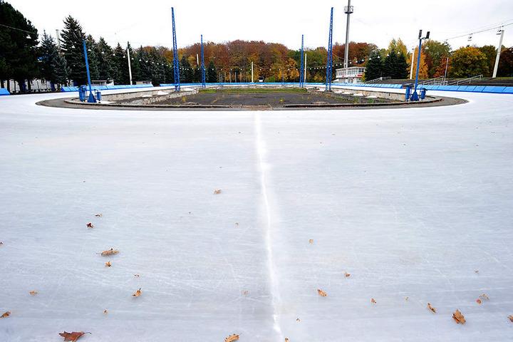 Altgedient und bald ausgedient: Das Eislauf-Oval im Küchwald muss saniert werden.