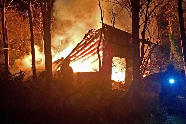 Beim Eintreffen der Feuerwehr stand die Scheune bereits in Vollbrand.