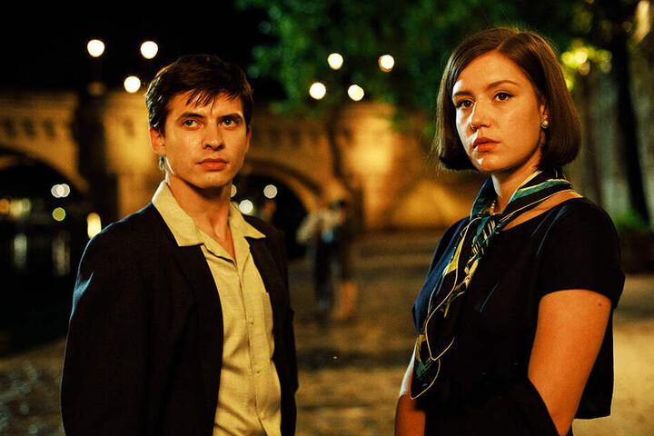 Rudolf Nurejew (Oleg Ivenko) lernt die bildschöne Clara Saint (r., Adèle Exarchopoulos) in Paris kennen.