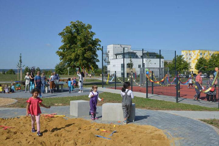 Auch ein Sandkasten und ein Bolzplatz gehören zum neuen Spiel- und Erholungsareal in Eckersbach.