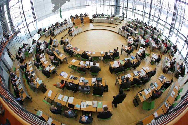 Sachsens Landtag befasste sich am Mittwoch mit dem Bericht der Expertenkommission zum Fall des mutmaßlichen IS-Terroristen Dschaber Al-Bakr.